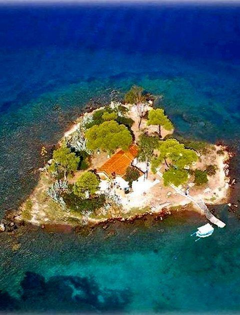 Daskaleio Island , Greece. Islet name Eros.