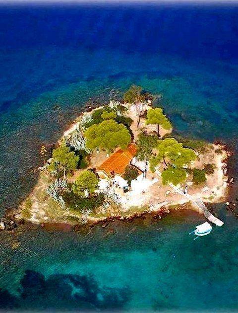 Daskaleio Island , Greece. Islet name Eros.