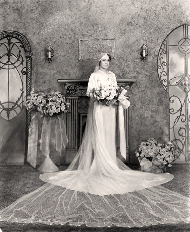 :::::::: Vintage Photograph :::::::::: Lovely 1920's bride