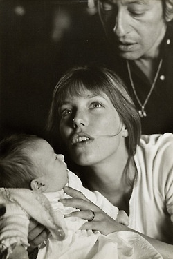 deadfilmstars:  Jane Birkin, Serge Gainsbourg  baby CharlottePhotography by Giancarlo Botti