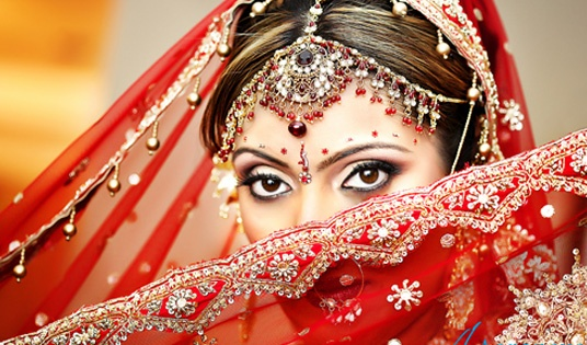 Love Indian bridal style.  The rich colours, dramatic make-up and jewellery.  To Die For.