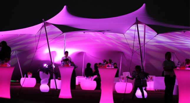 We showcase how the correct choice of style and colour of party tent décor can transform the spaces created by stretch tents.