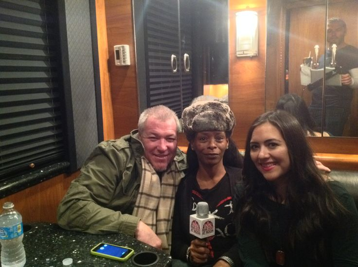 Diana & Angelica interview with Steve Harwell of SmashMouth on his tour bus.  http://www.indienewsatnoon.com/2013/12/inns-interview-with-steve-harwell-of-smash-mouth/