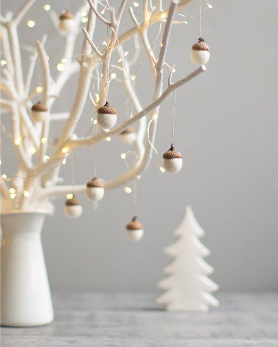 White Christmas Ornamente – Filz Eichel Dekorationen – Set von 6 magischen Wald Wald Gastgeschenke – Mitarbeiter Geschenkidee – von Vaida Petreikis