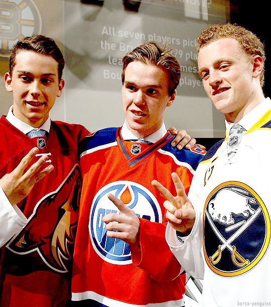 1st pick Connor McDavid of the Edmonton Oilers, 2nd pick Jack Eichel of the Buffalo Sabres and 3rd pick Dylan Strome of the Arizona Coyotes pose during the 1st round of the 2015 NHL Draft.