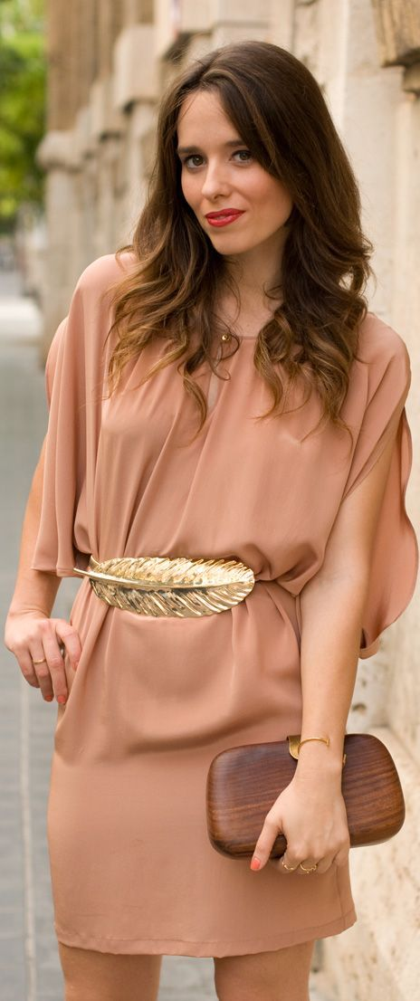 *This belt!*   Nude shirt dress and gold feather belt, awesome dress