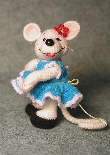 Cute Amigurumi Miss Mouse - FREE Crochet Pattern and Tutorial by Sue Pendleton