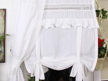 Atrakcyjna roletka bawełniana z koronką