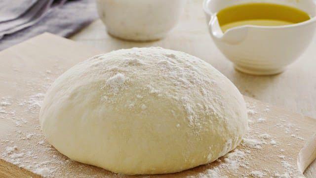 Βασική ζύµη για πίτσα 100% επιτυχία, νόστιμη και εύκολη.Ετοιμάστε τη ζύμη που σας δίνω και φυλάξτε τη στην κατάψυξη. Έτσι θα την έχετε έτοιμη όποια.........