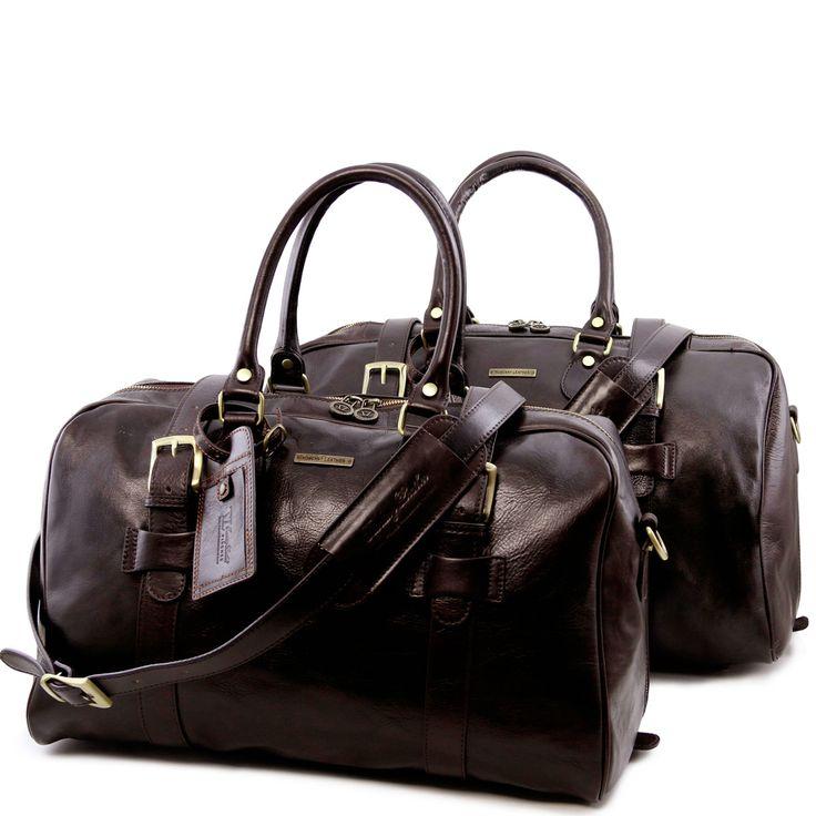 Reseset med väskor från Tuscany Leather. TL Voyager Weekendbag Large size TL141248 TL Voyager Weekendbag Small size TL141249 Klicka på länken för respektive väska för mer info. Material: Italienskt kalvskinn, vegetabiliskt garvat. Märke: Tuscany Leather Made in Italy Leveranstid 2-4 vardagar Öppet köp 30 dagar Fri frakt