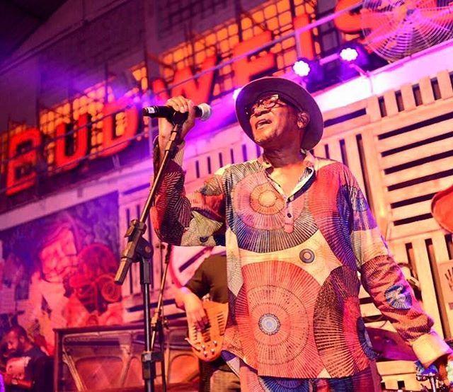 No palco da Budweiser Basement a estrela hoje é JJ Jackson grande nome do blues americano. Depois dele a noite segue com assinatura musical do Jazz nos Fundos que convidou os djs KL JAY do grupo Racionais MCs e Formiga do coletivo Vinil é Arte para uma performance memorável. O espaço segue com agenda intensa - e diversificada - até domingo (19/2). #promovogue #ThisBudsForYou #BudBasement  via VOGUE BRASIL MAGAZINE OFFICIAL INSTAGRAM - Fashion Campaigns  Haute Couture  Advertising  Editorial…