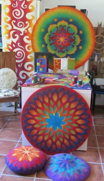 Fantastic, colorful felting (Taller Del Pasaje Arte Textil)