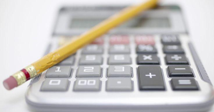 Como calcular a despesa financeira líquida. Viver dentro de um orçamento significa equilibrar a quantidade de dinheiro gasto de acordo com o dinheiro recebido. Antes que você possa equilibrar o seu orçamento, é necessário conhecer quais são as suas despesas financeiras líquidas. Seu gasto pode ser dividido em três categorias básicas: despesas fixas, despesas variáveis e despesas ...