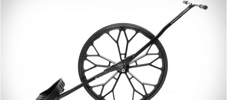 Classic snow shovel reinvented with wheel leverage design