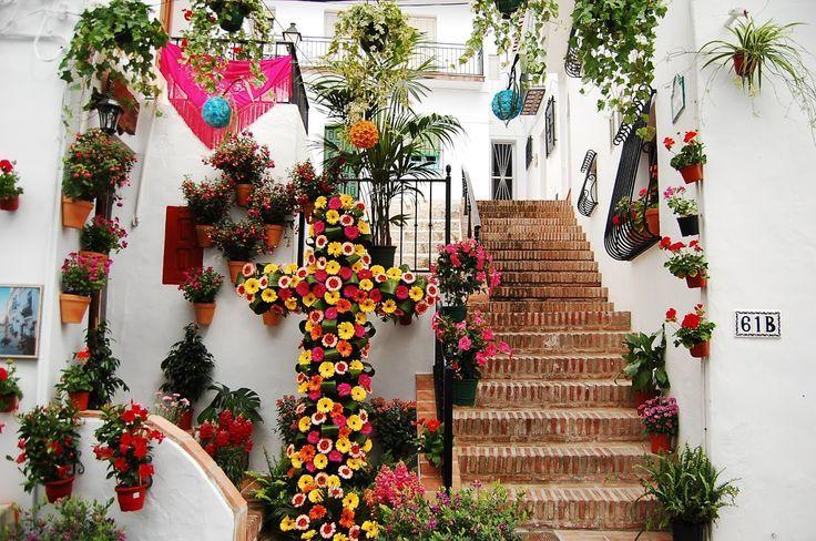 Frigiliana - Cruces de Mayo http://bobbovington.blogspot.com.es/2016/01/frigiliana.html