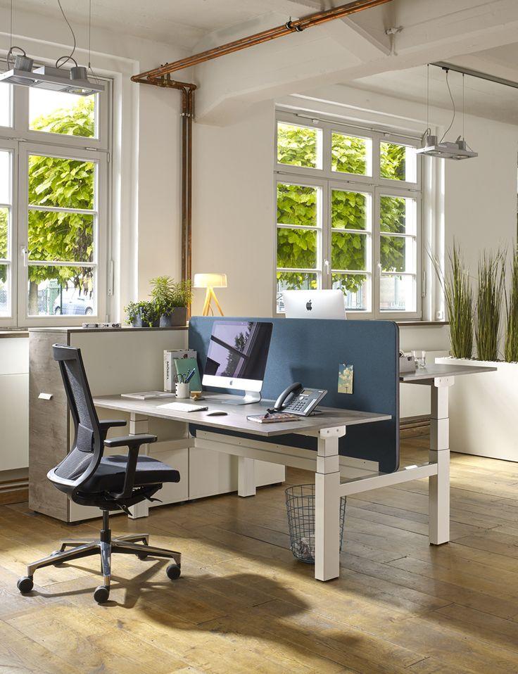 Der höhenverstellbare Schreibtisch Active eignet sich auch als Doppelarbeitsplatz. Dabei dient eine Trennwand als Sicht- und Schallschutz