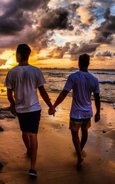 Honestly want to do this. Just the two of us holding hands and the sunset