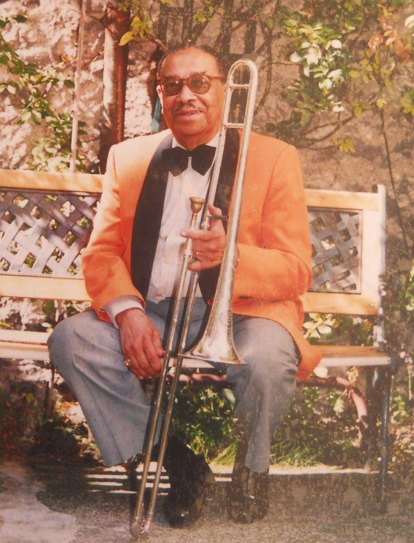Al Lirvat - musicien de jazz et inventeur du wabap.  From Guadeloupe.  Parti en zone libre française en compagnie de Valvert et de musiciens tels que Robert Mavounzy, Lirvat accompagne Édith Piaf sur scène à Marseille puis remonte à Paris et rejoint en 1942 les formations qui se produisent à La Cigale, dont il dirigera ensuite l'orchestre de 1955 à 1961, avant de diriger celui de La Boule Blanche, puis de la Canne à Sucre (1976-1977). Entre temps, il s'était consacré à la musique antillaise…