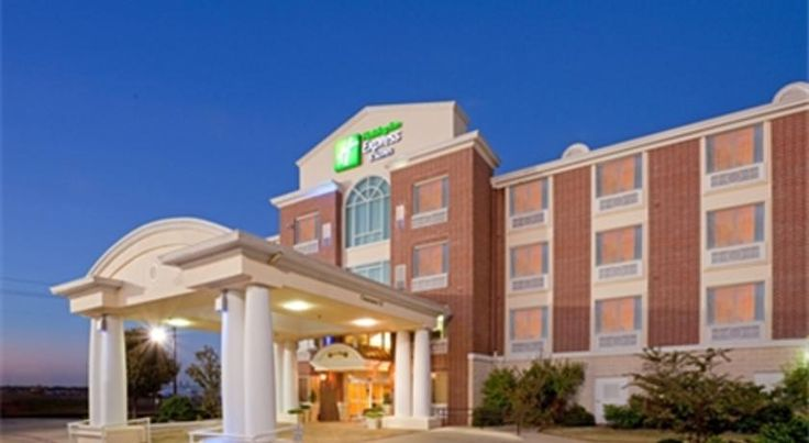 Holiday Inn Express Lake Worth NW Loop 820 Fort Worth Located just off I-820 and 16 minutes from downtown Fort Worth, this hotel features an outdoor pool and whirlpool. Free Wi-Fi and a daily breakfast buffet are also provided.