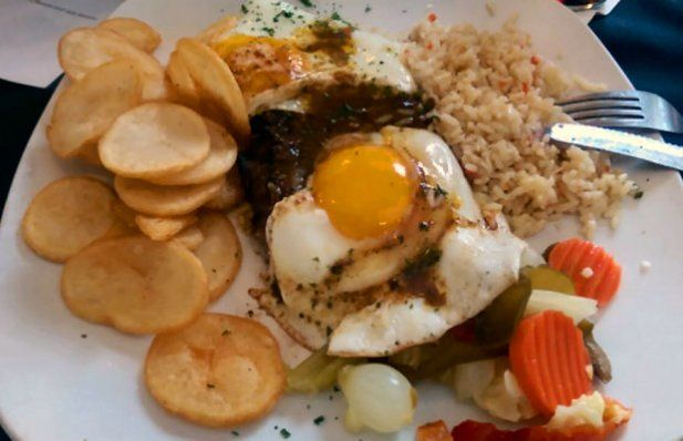 How to make Portuguese steak and egg (bife a casa).