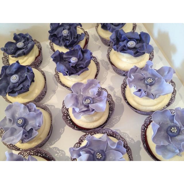 Red velvet ft cream cheese frosting  Www.CakeStudio.com.au Facebook: Gulapka CakeStudio