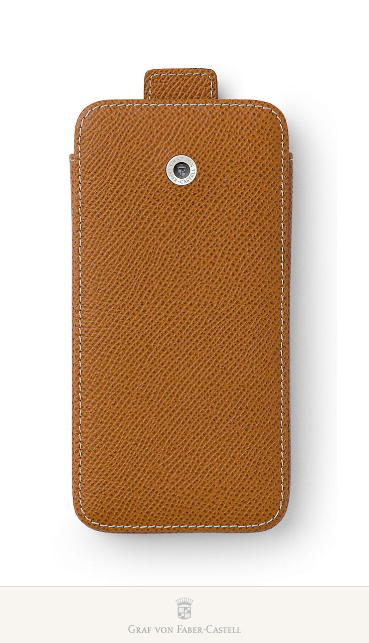 This practical case protects the device with a padded inner lining. It is designed with a quick access strap. The back holds additional space for a credit card –especially practical for men who don't always like to carry a wallet around with them. These models are also available in black and cognac.#iPhone6 #iPhone6Plus #leather #smoothmetalsurface #retinaHDdisplay #apple #accessoires