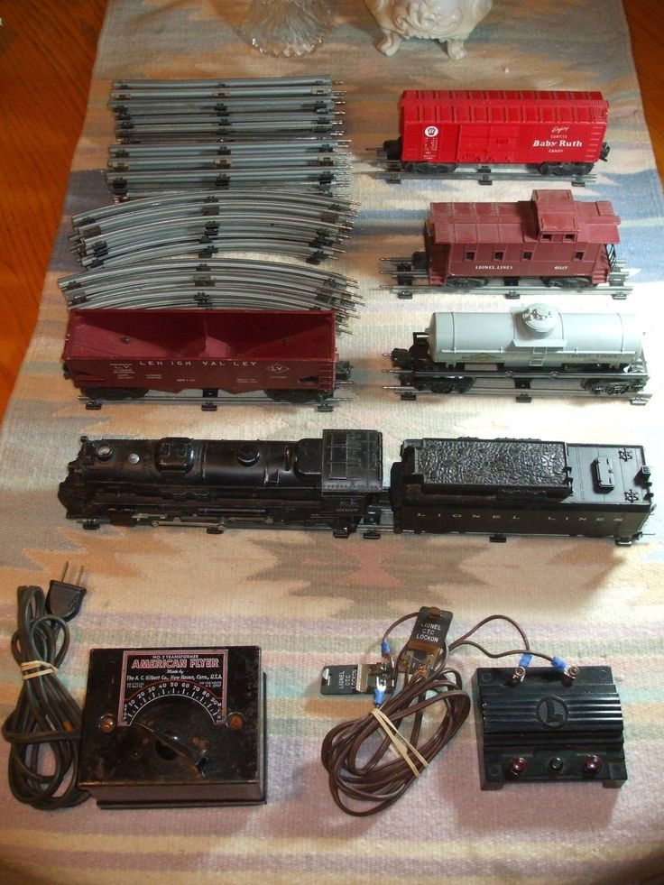 LIONEL TRAIN SET 027 LOCOMOTIVE 2037 HAS TRACK AND SOME CARS ETC