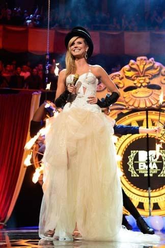 MTV Europe Music Awards · Les tenues Versace d'Heidi Klum   Galeries d'images Mode & Beauté   Art de vivre   Canoe.ca