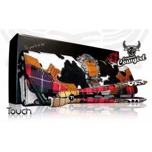Ti Touch Cowgirl es un plancha profesional con placas de titanio espejo, de última generación para rizos y alisados, control digital de la temperatura de 180º a 210º.