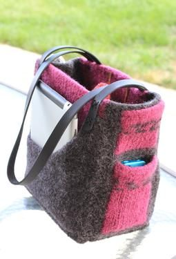 The Angela Bag--pattern for sale--you can get the pattern and yarn to do this for less than 30 bucks! What a find!