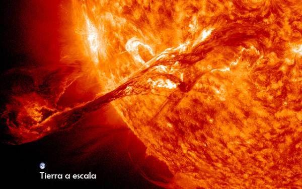 El Sol nos recuerda lo diminutos que somos con una 'pequeña erupción'