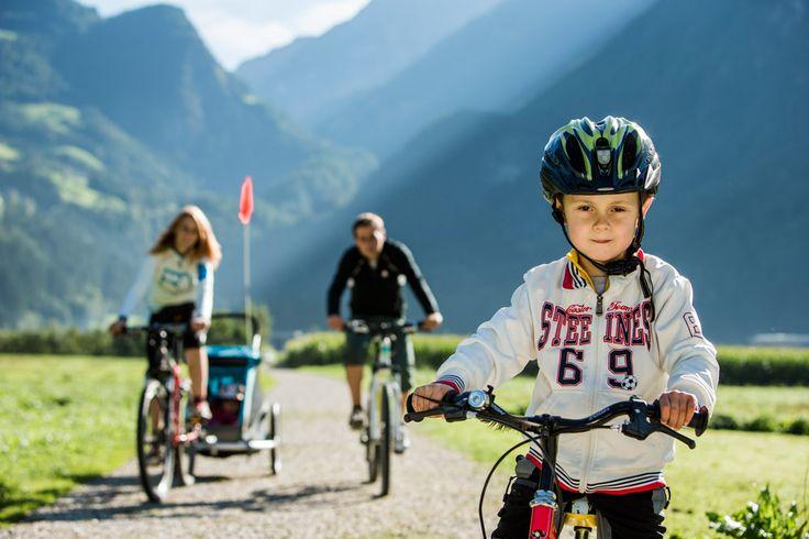 In bici in Valle Aurina con tutta la famiglia. Credit immagine Hansi Heckmair