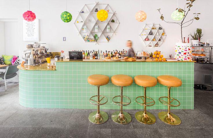 Cafe August – AKU