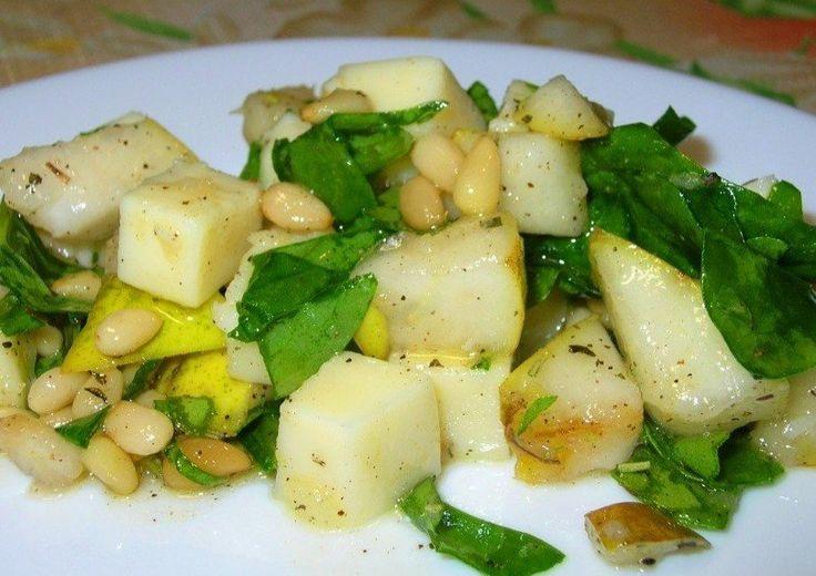 Салат из груши и моцареллы