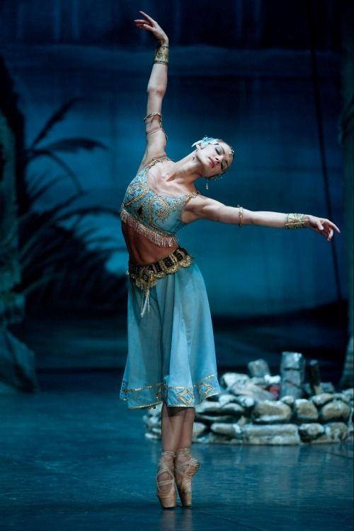 Irina Kolesnikova as Nikiya. Photo by Rolando Paolo Guerzoni.