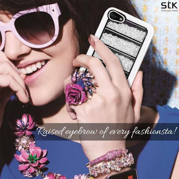For those who like some sparkle on them all the time, here we bring to you a resplendent Kristal case that adds the shine on your phones – Its time to Bling it on!!