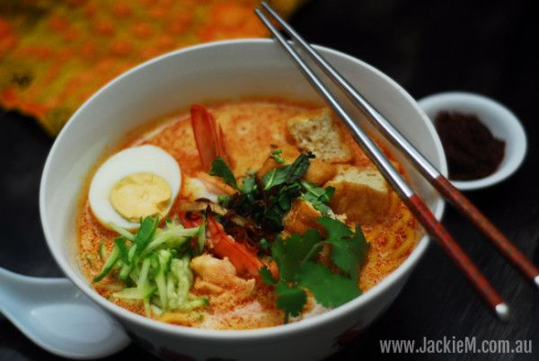 In episode 3 of their weekly webcast, Zona and Jackie M reinterpret Jackie's Laksa Nyonya recipe for the Thermomix.