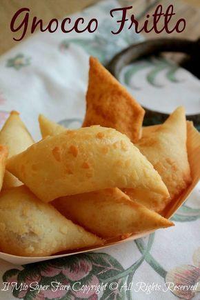 Gnocco fritto senza strutto impasto con aceto per una maggiore friabilità. Durante la cottura si gonfiano tanto, ottimi serviti con salumi, formaggi e zuppe