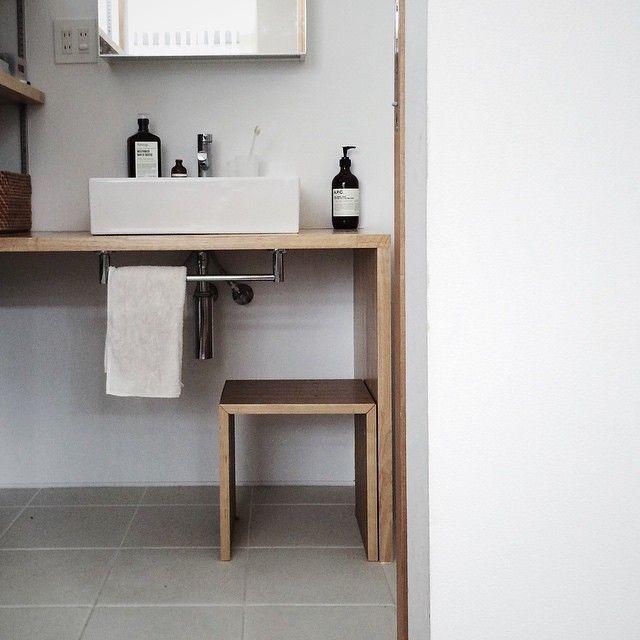 掃除 - 相似。  洗面の子供用ステップは、無印のコの字台を使っています。  洗面台と雰囲気が似ていて気に入ってます。  #VSCOcam