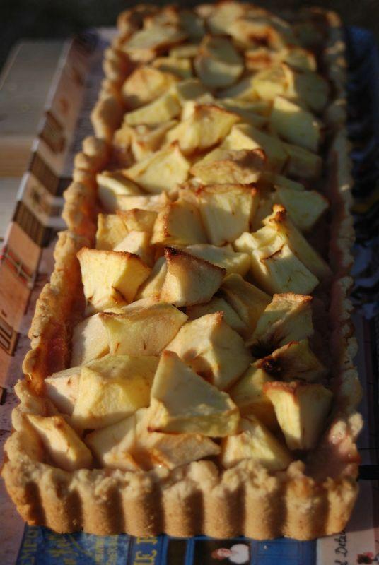 Tarte aux pommes sur son lit de rhubarbe sans gluten ni produits laitiers