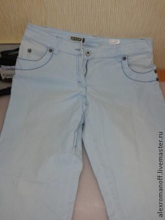 Куда девать старые джинсы? Вариант - сделать себе обувь из них. Я покажу примерно, как это делается. Беру старые джинсы, вот примерно такие. И начинаю прикладывать и обрисовывать лекало,которые я предварительно сделал. вот так. После того как обри&hel…