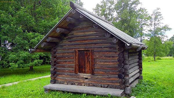 деревянный сарай - амбар клетью