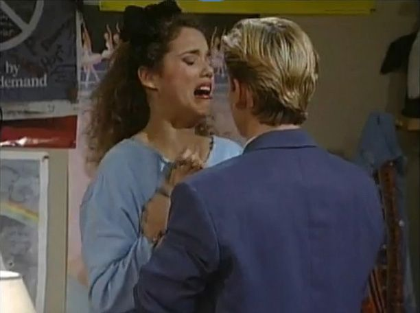 """Elizabeth Berkley Recreated Her Most Iconic """"Saved By The Bell"""" Moment & It Was Glorious"""