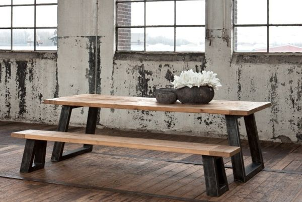 Stoere robuuste industriele tafel en bank - Rustic industrial table and bench