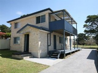 Comfortable family home in Bermagui, NSW. Prices from $160 p/n sleeps 8. #petfriendly