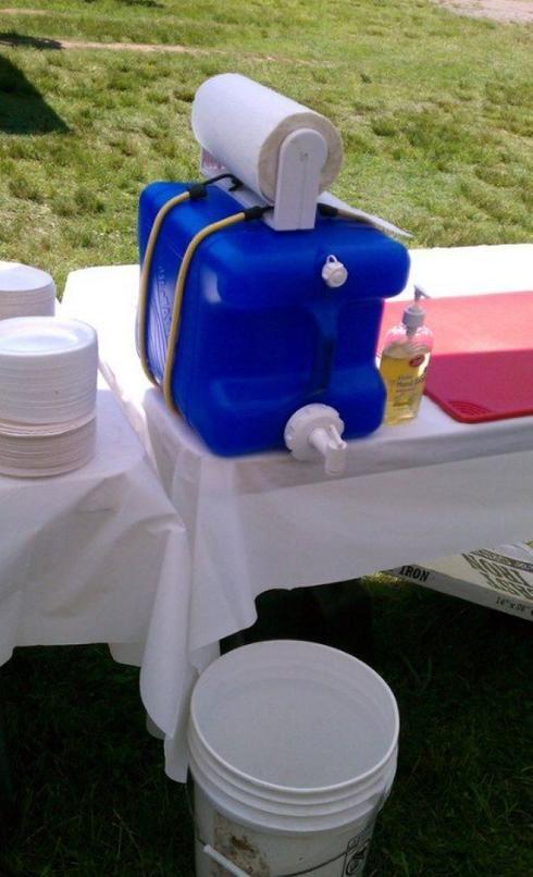 Gadgets et trucs pratiques en camping. Station de lavage des mains