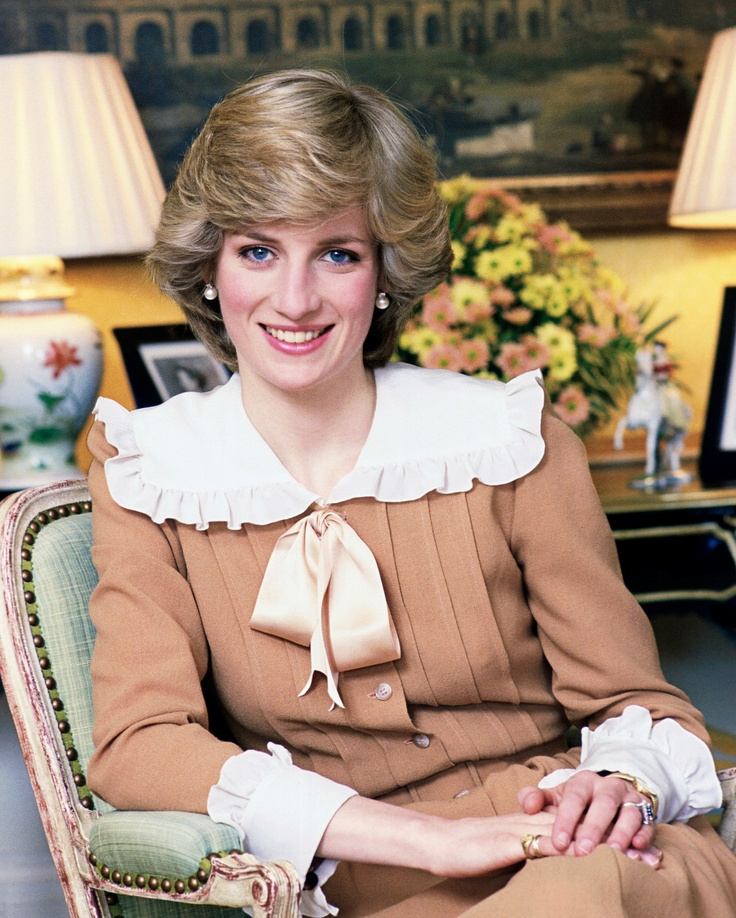 Princess Diana of Wales Poses for A Portrait at Home in Kensington Palace Photo | eBay