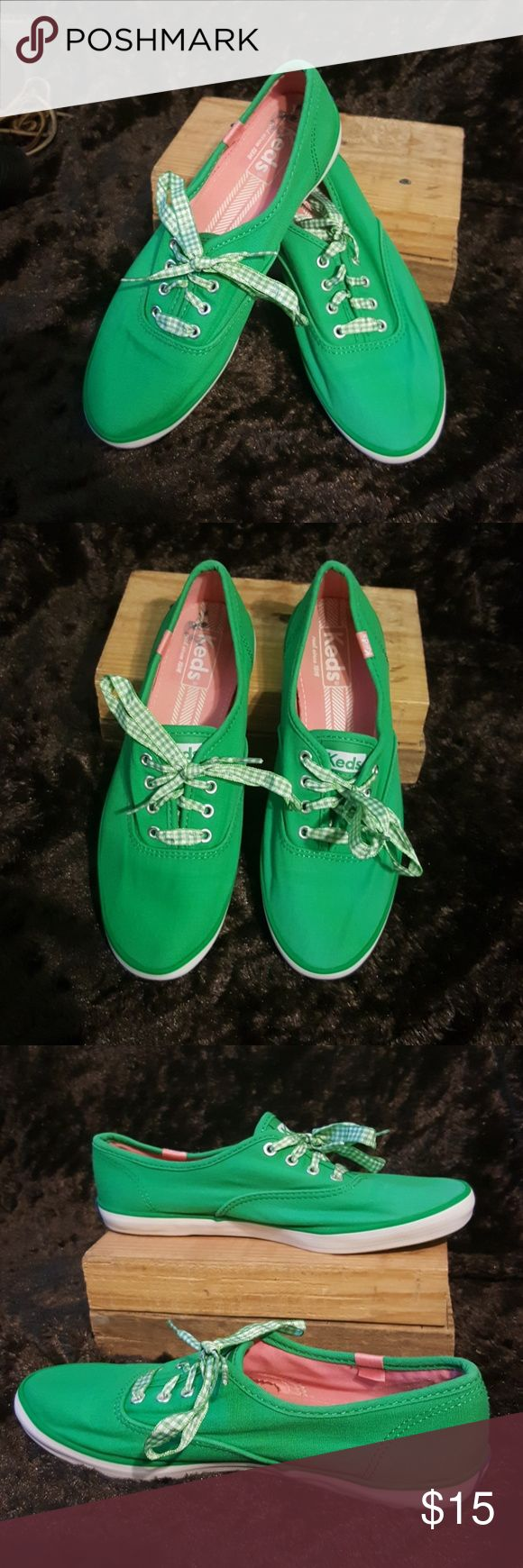 Keds Green Women's Canvas Shoes Size 6.5 EUC Beautiful green canvas shoes for women, size 6.5 They are from Keds. The insoles are pink. The fastening is with laces, they are green and white plaid.  Very nice condition.  I try my best to describe my items but please refer to pictures for more accurate information on condition and description. Keds Shoes Sneakers