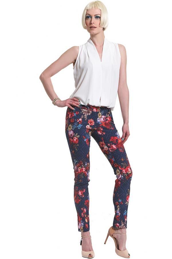 Παντελόνι σε μπροκαρ με λουλούδια ελαστικό σε στενή γραμμή με τσέπες εμπρός και ανοίγματα κάτω πλάι
