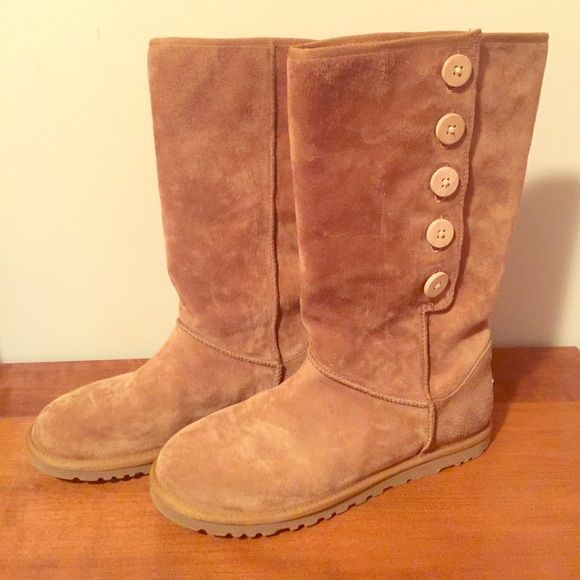 UGG Lo Pro Button Size 8 s/n 3387 UGG Lo Pro Button suede